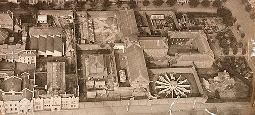 505px Old Melbourne Gaol aerial 1922 cropped
